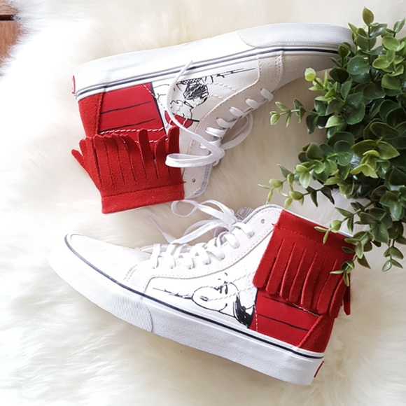8955dcd88fee00 Women s Vans Peanuts SK8-Hi Moc Dog House Bone